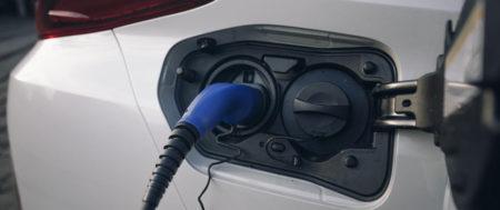 Blaski i cienie samochodów elektrycznych